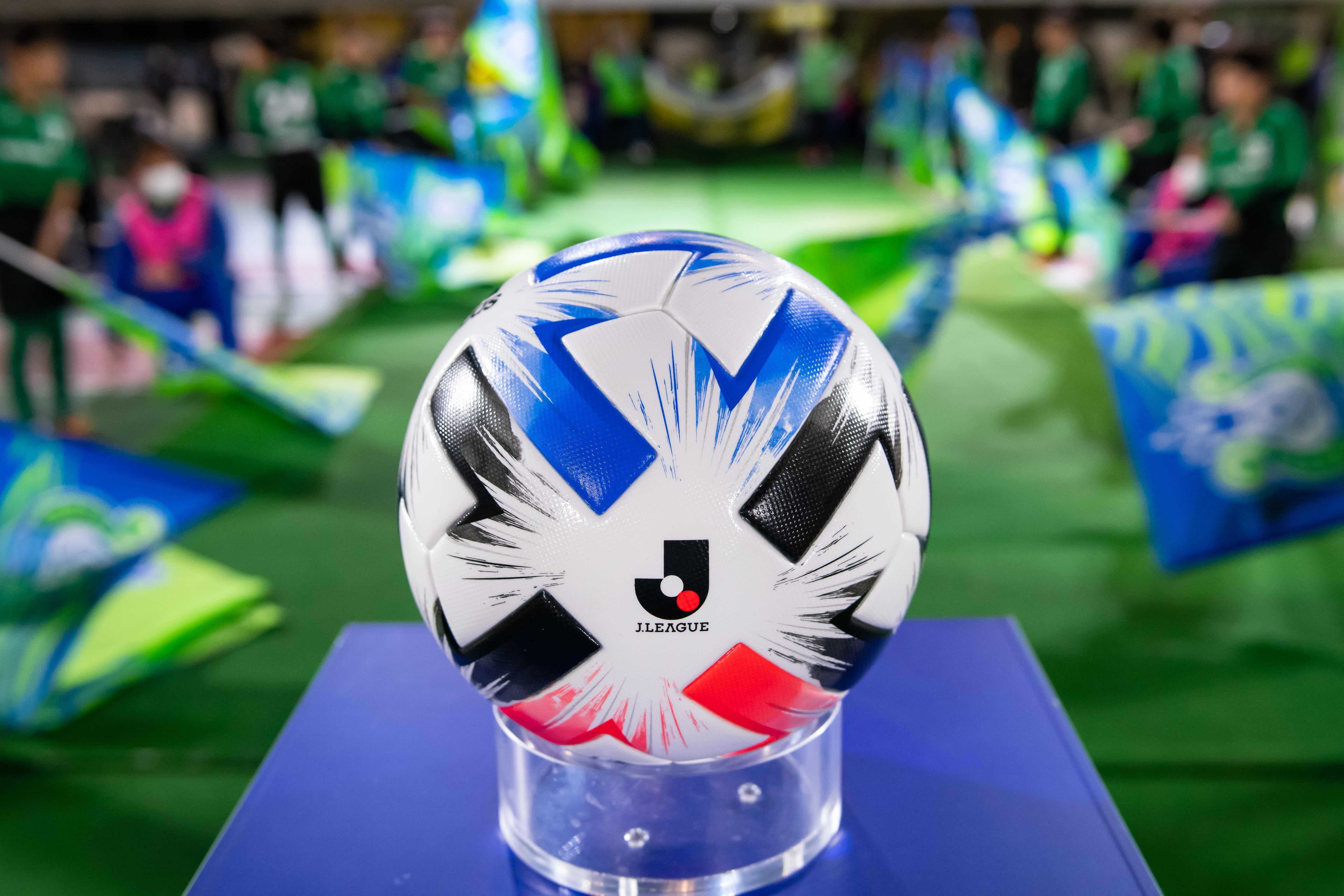 【公式】実使用・選手直筆サイン入「2020明治安田生命J1リーグ公式試合球」①