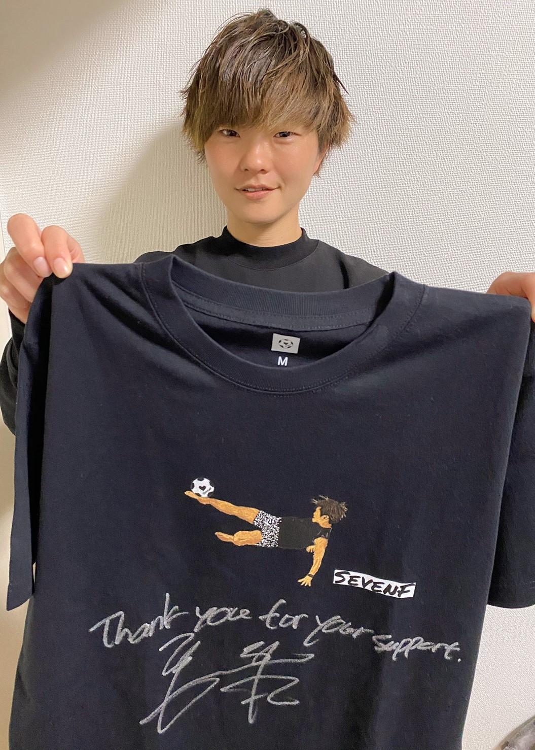 【公式】本人直筆サイン入「想いの詰まったSEVENF. Tシャツ」福丸 智子