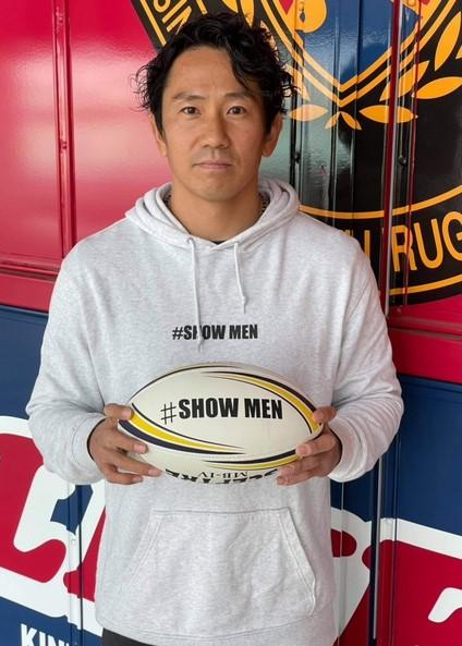 【公式】実使用・本人直筆サイン入「#SHOWMEN ラグビーボール」正面 健司
