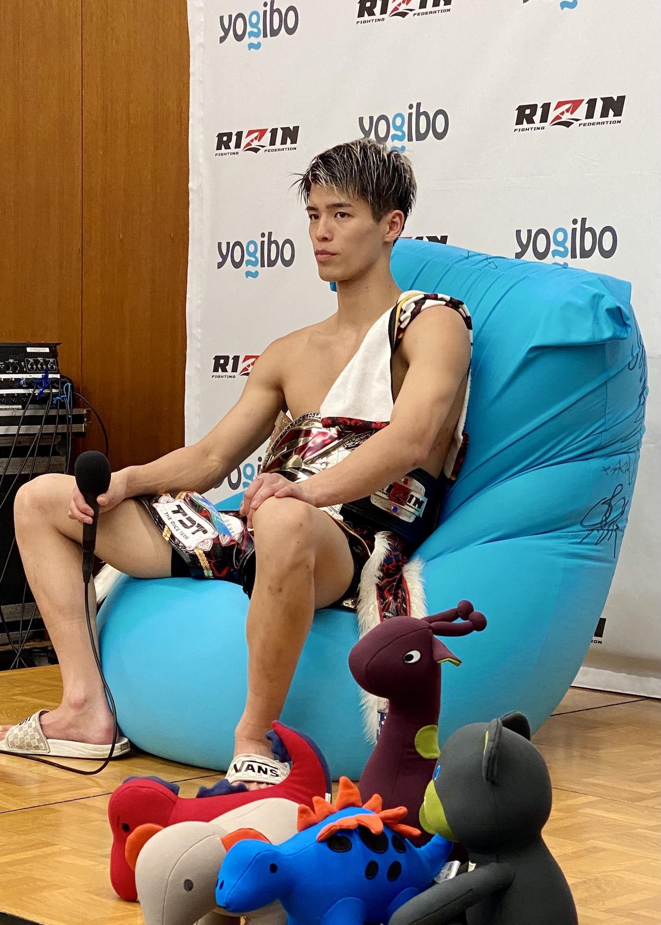 【公式】実使用・RIZIN.29勝利選手直筆サイン入「勝利インタビュー時に座っていたYogibo」