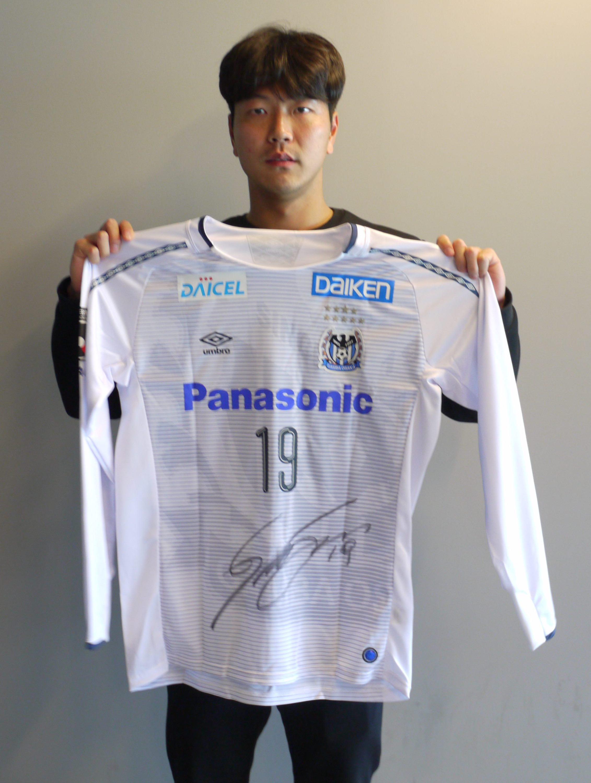 【本人直筆サイン入り公式】ガンバ大阪 2019AWAY長袖ユニフォーム キム・ヨングォン 選手