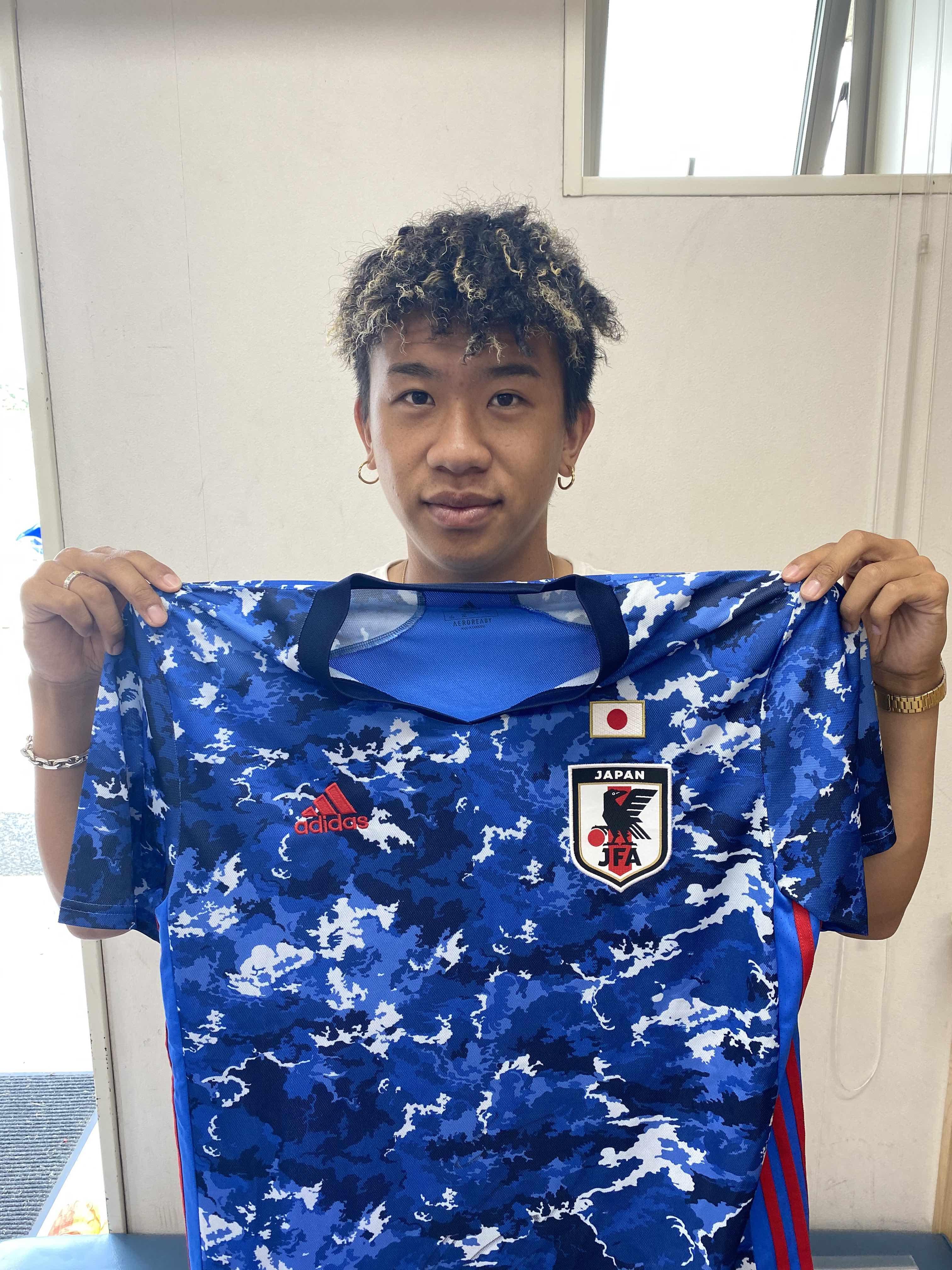 【直筆サイン入り公式】U-23日本代表 初瀬 亮 選手(ヴィッセル神戸)
