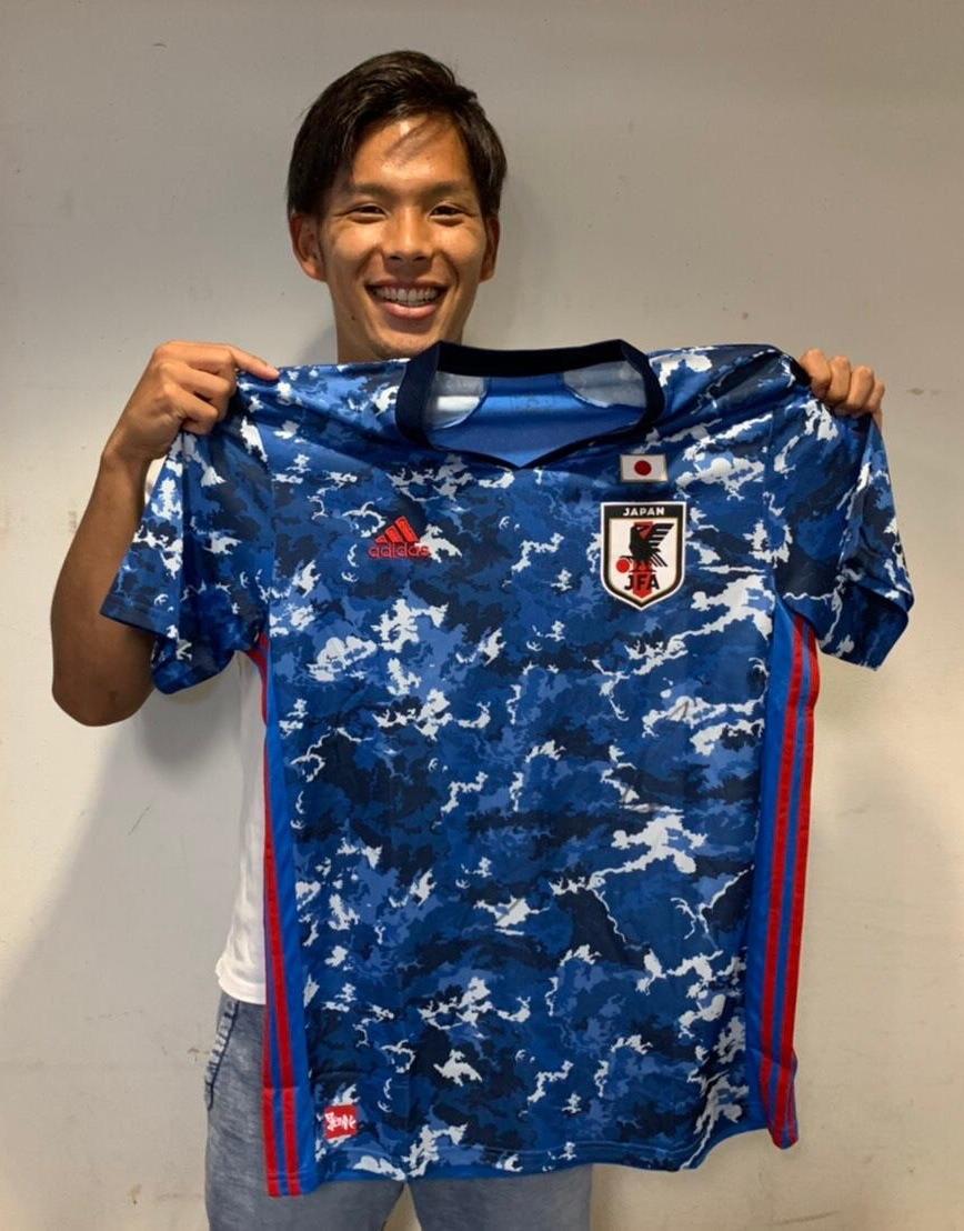 【直筆サイン入り公式】U-23日本代表 岩田 智輝 選手(大分トリニータ)